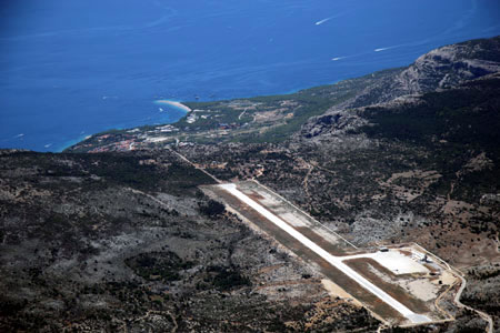 how to get from split airport to hvar